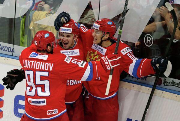 Нападающие сборной России по хоккею Антон Лазарев, Андрей Локтионов и Никита Сошников в матче Еврохоккейтура Чехия - Россия.