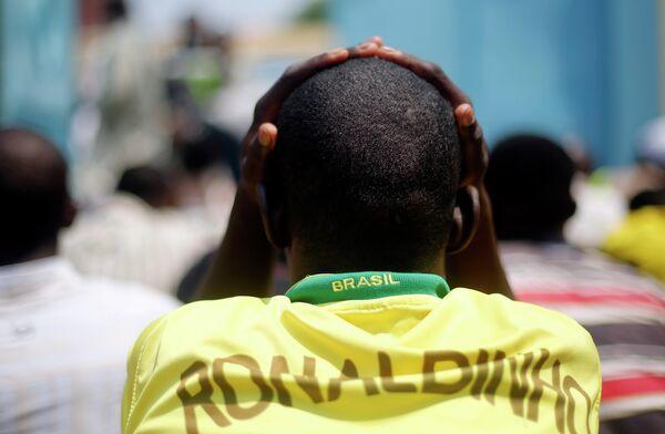 Болельщик в футболке Роналдиньо.