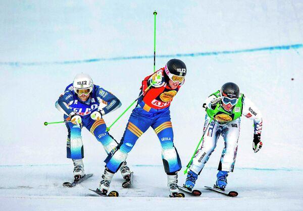Микаэль Форслунд, Виктор Эхлинг Норберг и Жан-Фредерик Шапюи (слева направо) на этапе Кубка мира по фристайлу в дисциплине ски-кросс