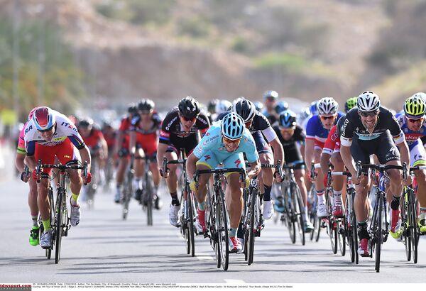 Массовый финиш 1-го этапа Тур Омана