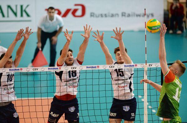 Игровой момент матча Локомотив - Томис
