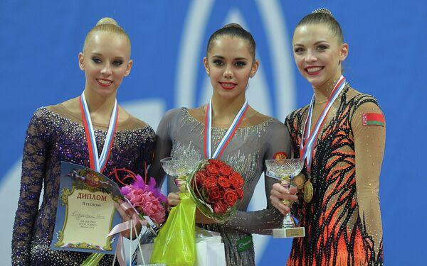 Яна Кудрявцева (Россия) - 2-е место, Маргарита Мамун (Россия) - 1-е место, Мелитина Станюта (Белоруссия) - 3-е место (слева направо)
