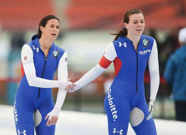 Бриттани Боу и Хизер Ричардсон (cлева направо)