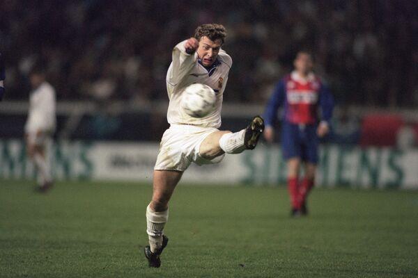 Нападающий мадридского Реала 80-90-х годов, Эмилио Бутрагеньо, ныне вице-президент клуба.