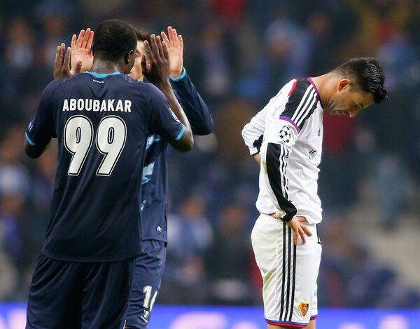 Футболисты Порту празднуют победу над Базелем в матче 1/8 финала ЛЧ