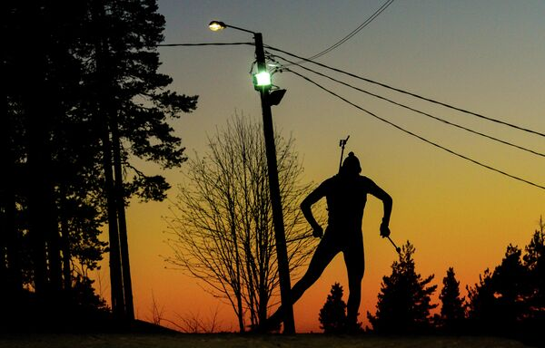 Биатлонист на дистанции эстафеты среди мужчин на чемпионате мира по биатлону в финском Контиолахти