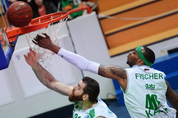 Баскетболисты УНИКСа Костас Каймакоглу и Дьор Фишер (справа)