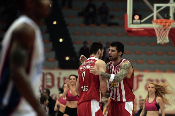 Игровой момент матча Олимпиакос - Анадолу Эфес