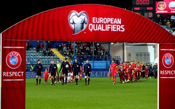 Игроки сборной Черногории и игроки сборной России