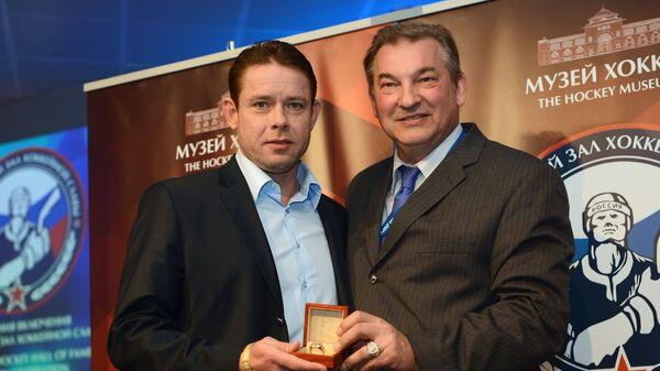 Владислав Третьяк (справа) и Павел Буре