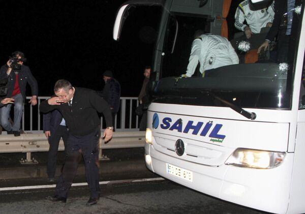 Водитель, получивший огнестрельное ранение во время нападения на автобус стамбульской футбольной команды Фенербахче