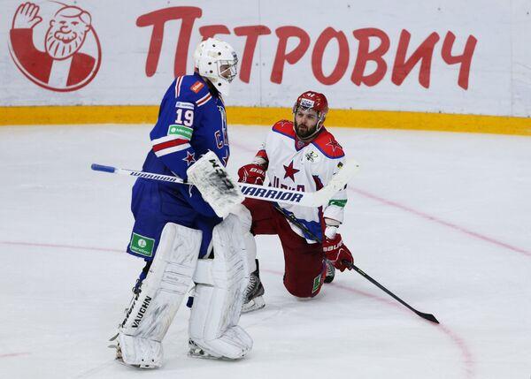 Микко Коскинен (слева) и Александр Радулов