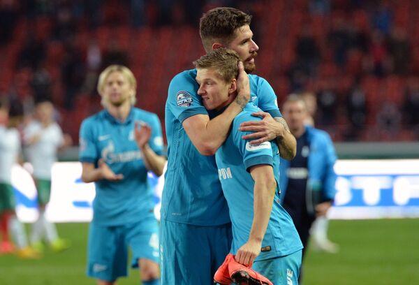 Футболисты Зенита Хави Гарсия и Олег Шатов радуются победе