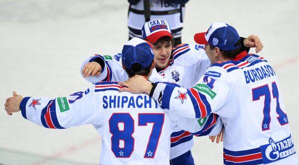 Хоккеисты СКА Вадим Шипачёв, Артемий Панарин и Антон Бурдасов (слева направо)