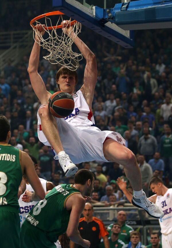 Андрей Кириленко (сверху)