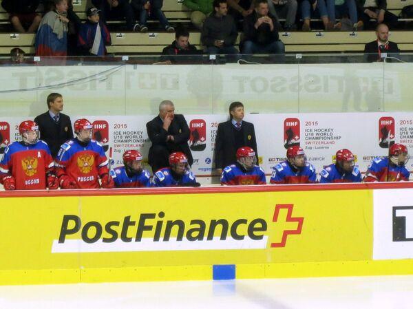 Юрий Румянцев (в центре) и игроки команды