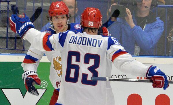 Форварды сборной России Артемий Панарин (слева) и Евгений Дадонов