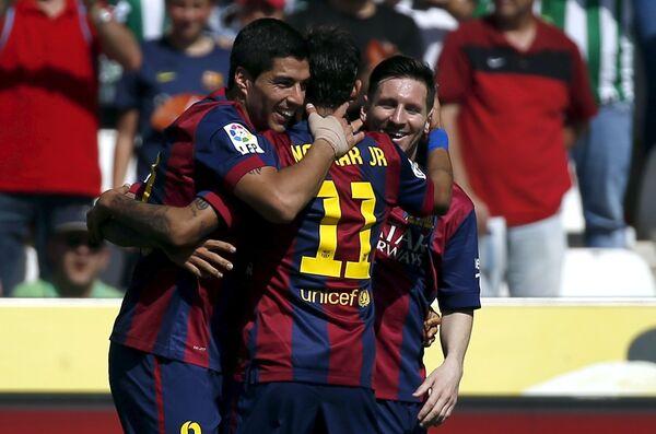 Футболисты Барселона Луис Суарес, Неймар и Лионель Месси