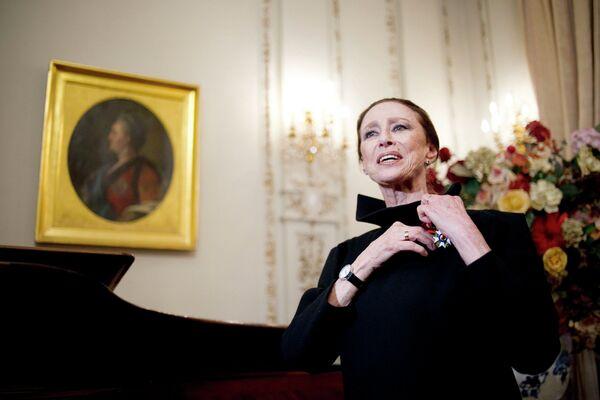 Балерина и хореограф Майя Плисецкая, удостоенная звания офицера Ордена Почетного легиона
