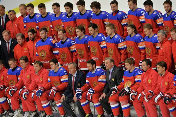 Сборная России по хоккею во время официального фотографирования