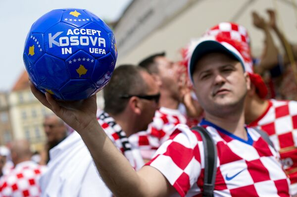 Мяч с призывом включить Косово в УЕФА