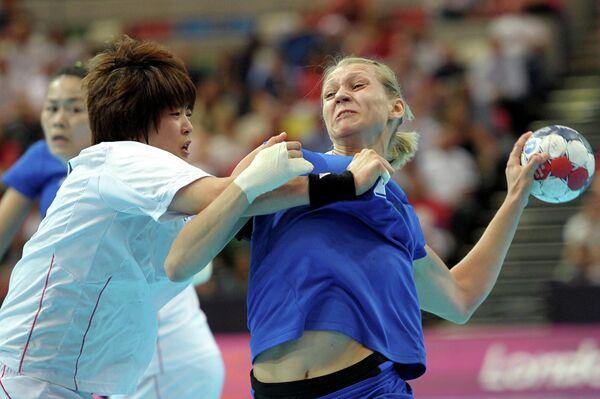 Ирина Близнова (справа)