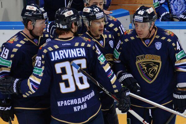 Игроки ХК Сочи Райан Уитни, Йоонас Ярвинен, Илья Крикунов, Андрей Костицын (слева направо)