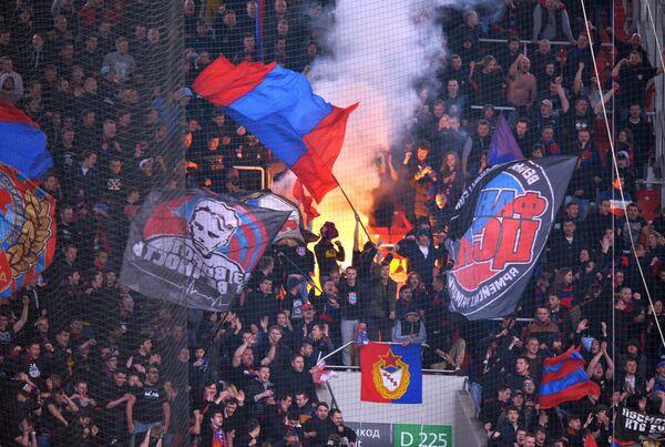 Болельщики ЦСКА во время матча 28-го тура чемпионата России по футболу