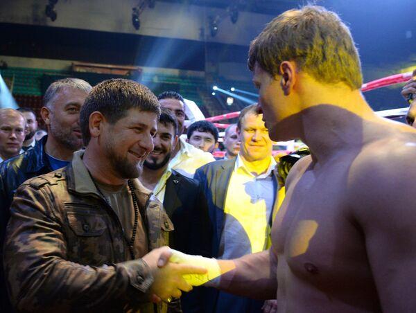 Глава Чеченской Республики Рамзан Кадыров (слева) и Александр Поветкин