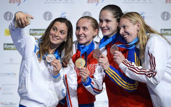 Виолетта Колобова (вторая слева)