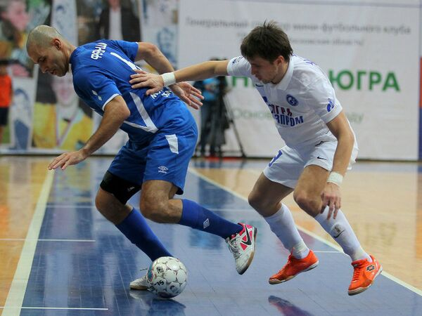 Игровой момент матча чемпионата России по мини-футболу Динамо - Газпром-Югра