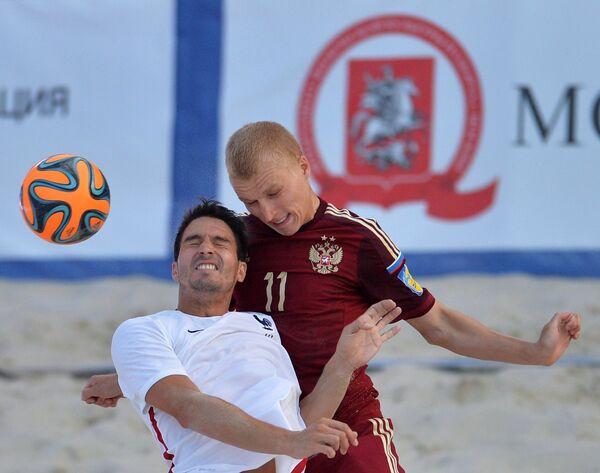 Защитник сборной России Алексей Ильинский (справа)