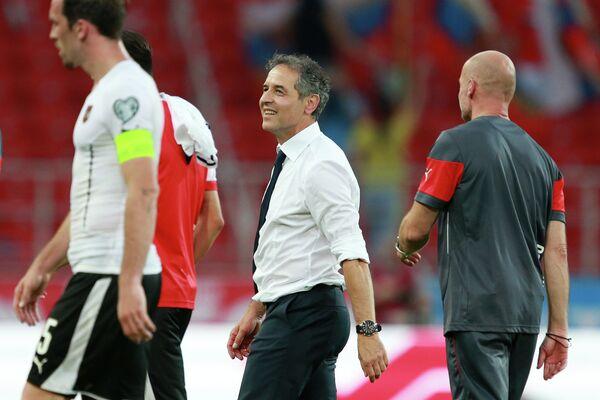Главный тренер сборной Австрии Марсель Коллер (в центре)