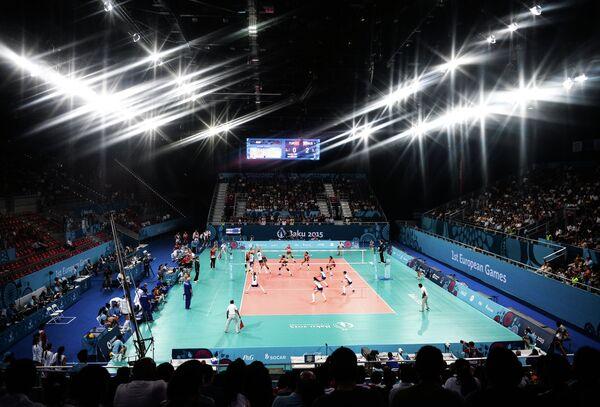 Игровой момент матча по волейболу между женскими сборными Турции и России на I Европейских играх