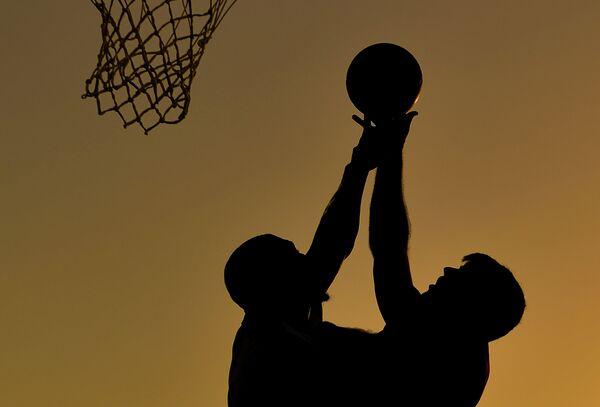 Игровой момент матча баскетболу 3х3 между сборными Азербайджана и Чехии а I Европейских играх