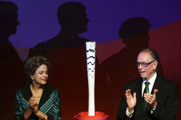 Дилма Руссефф и Артур Нузман (слева направо)