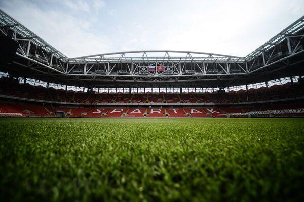Футбольное поле на стадионе Спартак в Москве
