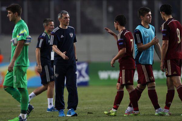 Старший тренер сборной России Дмитрий Хомуха (третий слева), игроки команды Рамиль Шейдаев, Рифат Жемалетдинов, Аяз Гулиев (справа налево)