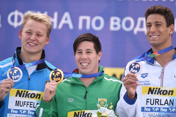 Роб Муффельс (Германия) - серебряная медаль, Чэд Хо (ЮАР) - золотая медаль, Маттео Фурлан (Италия) - бронзовая медаль (слева направо)