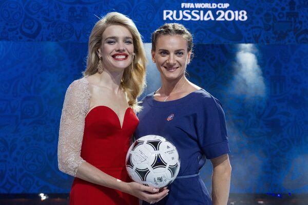 Наталья Водянова (слева) и Елена Исинбаева