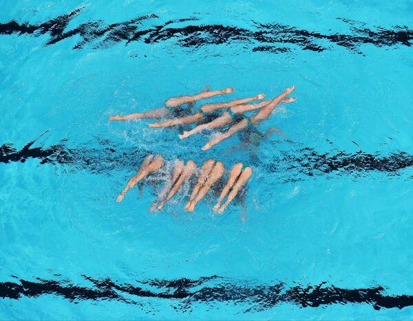 Спортсменки сборной России выступают в финале технической программы групповых соревнований по синхронному плаванию