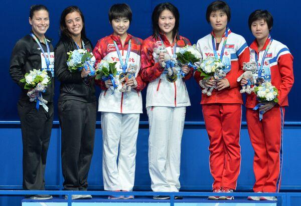 Меган Бенфейто и Розелин Филион (Канада) - серебряная медаль, Руолинь Чэнь и Хойся Лиу (КНР) - золотая медаль, Ким Юн Хуан и Сон Нам Хуан (КНДР) - бронзовая медаль (слева направо)