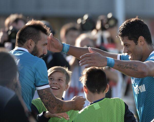 Футболисты Зенита Данни (слева) и Халк