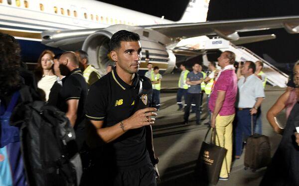 Футболистов Севильи доставили в отель под охраной полиции