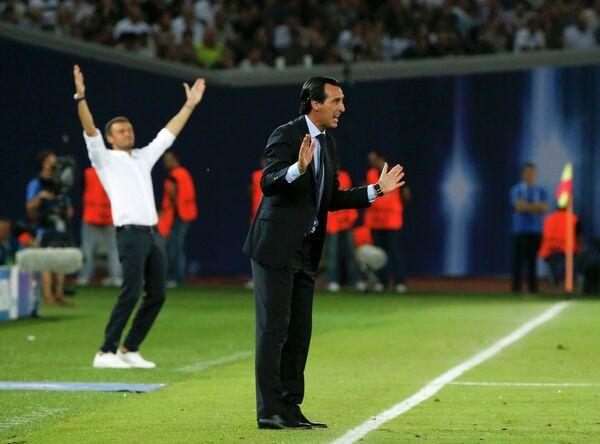 Главный тренер Севильи Унаи Эмери и главный тренер Барселоны Луис Энрике