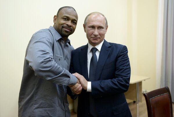Владимир Путин (справа) и Рой Джонс-младший