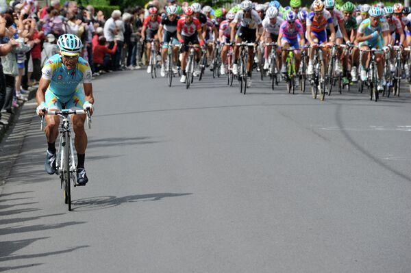 Итальянский велогонщик Астаны Паоло Тиралонго (слева)