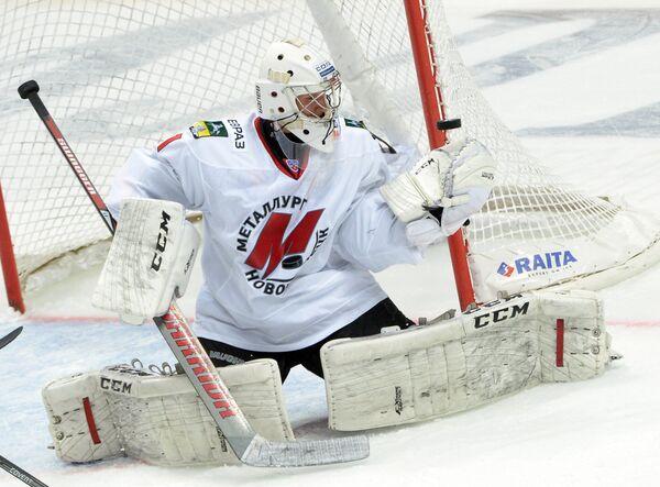 Вратарь Металлурга Андрей Кареев