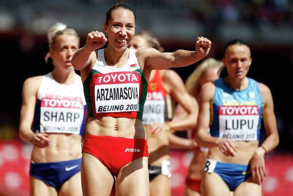Белорусская легкоатлетка Марина Арзамасова (на переднем плане)