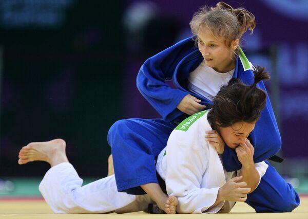 Слева направо: Джулия Фигероа (Испания) и Ирина Долгова (Россия)